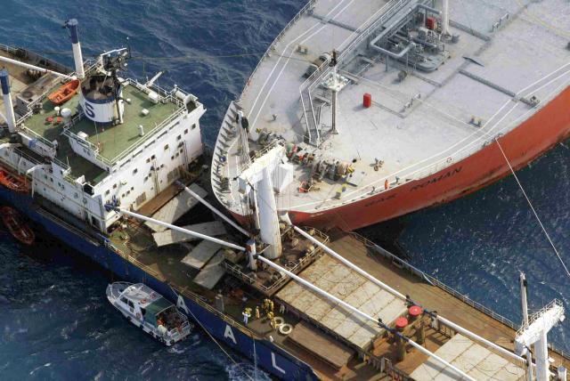 Корабли то же попадают в аварии